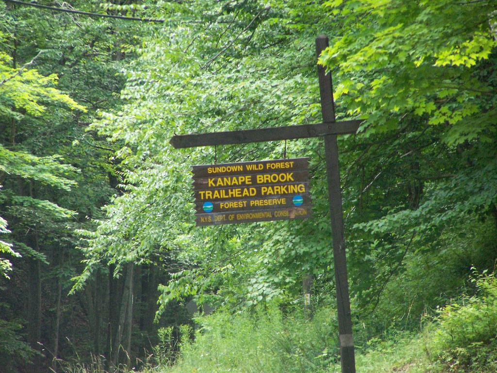 Photo: Trailhead Parking Lot Sign