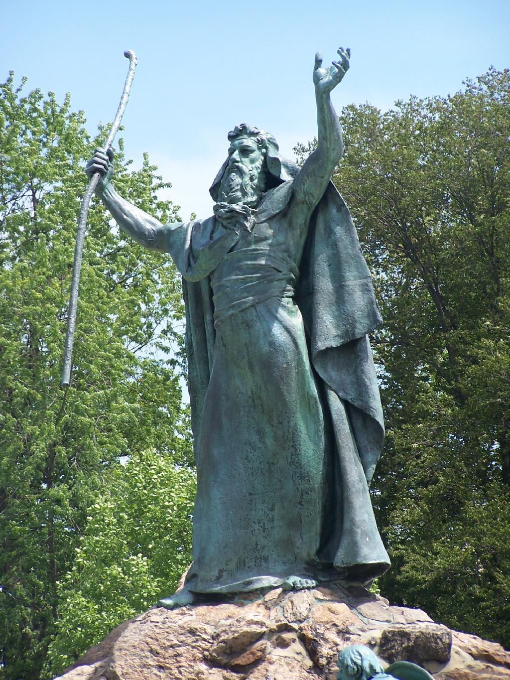 Photo: Moses Raises His Arms
